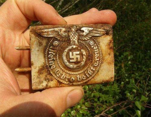 Spänne metalldetektorfynd wwII